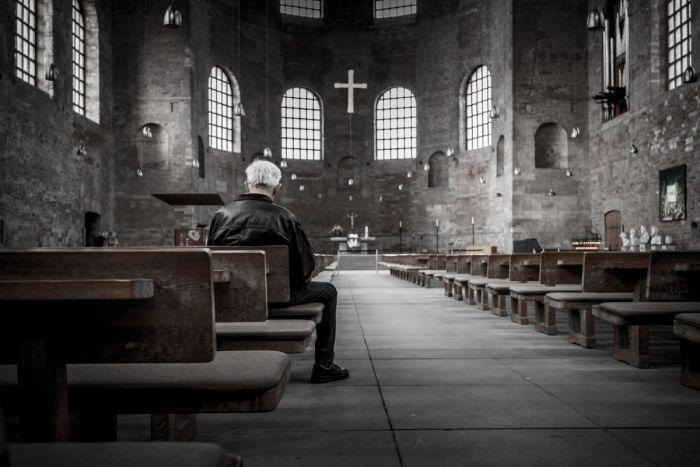 praying-in-church